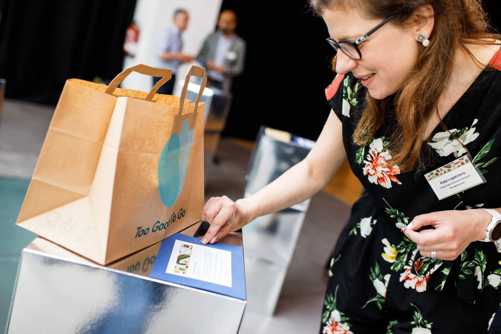 Conference participants had the opportunity to vote on their favorite 'doggy bags' by distributing stars while wandering from object to object.