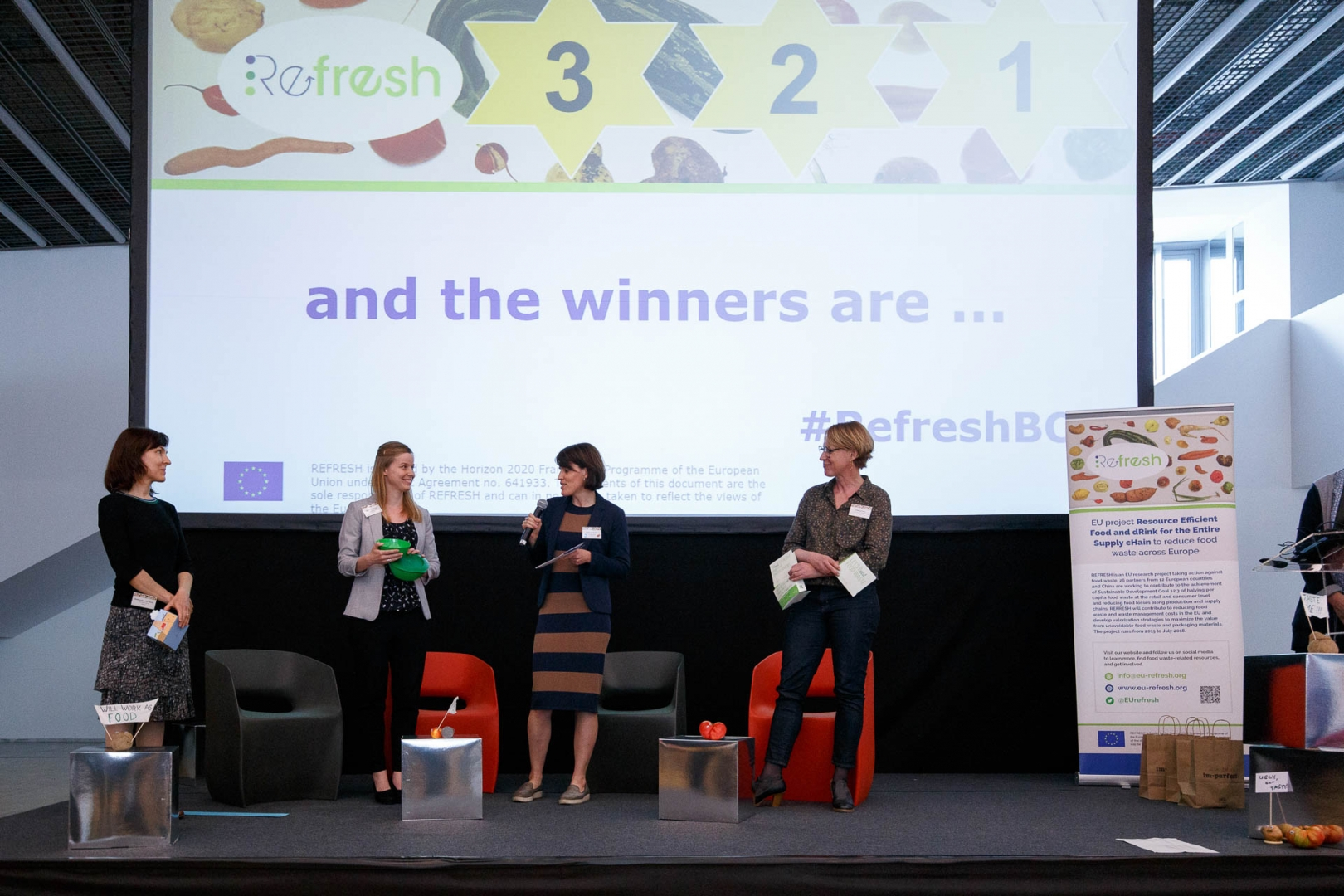 The award ceremony was presented by Elena von Sperber from REFRESH partner Ecologic Institute, Germany.