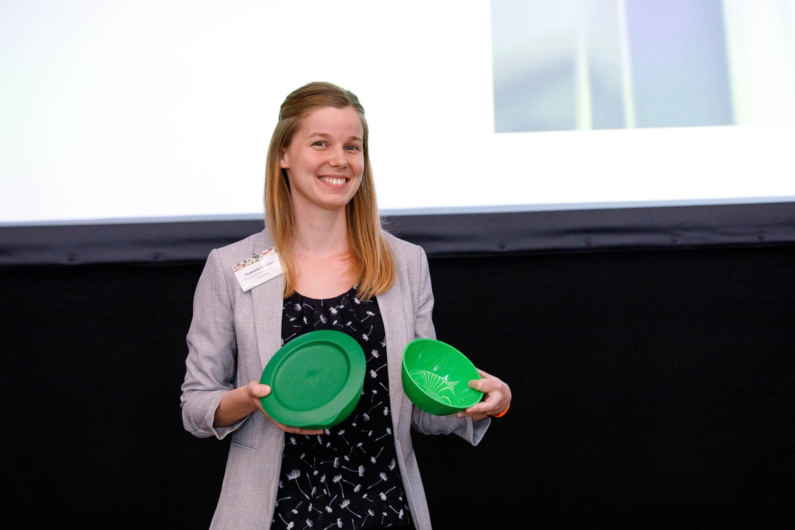 Stephanie Goergen received the first prize for the Ecobox on behalf of the Luxemburgish Government. The Ecobox is a reusable box that is nationally available in many restaurants, canteens and municipalities and that works as a deposit system.
