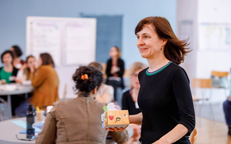 Barbara Koroušić Seljak, a REFRESH partner from Jozef Stefan Institute in Slovenia, submitted the Broccoli Box that has been designed by her son's girlfriend Barbara Slanc and that won the third place of the contest.
